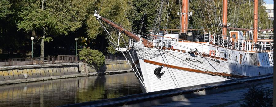 boat-2806341_1280-2
